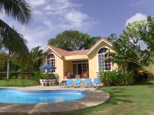 BEAUTIFUL VILLA with POOL and GARDEN