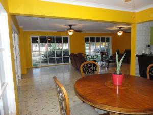 Jade's Oasis, Alloggi in famiglia  Oranjestad - big - 8