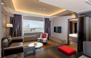 Premier King Suite with River View