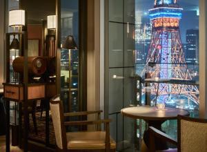 Premium Floor Corner King Room - Non-Smoking - with Club Lounge Access