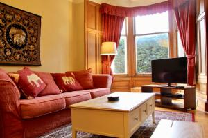 Traditional 2 Bedroom Apartment in Edinburgh