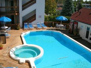 The Beach Condominium Hotel Resort, Aparthotels  Traverse City - big - 25