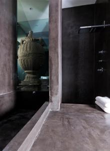 Urban Suite Bath