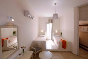 Olia Hotel, Hotels  Tourlos - big - 33