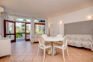 La Villa Fasano, Apartmánové hotely  Gardone Riviera - big - 131