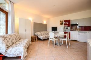 La Villa Fasano, Apartmánové hotely  Gardone Riviera - big - 128
