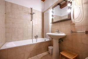 La Villa Fasano, Apartmánové hotely  Gardone Riviera - big - 102