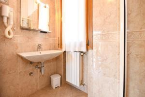 La Villa Fasano, Apartmánové hotely  Gardone Riviera - big - 71