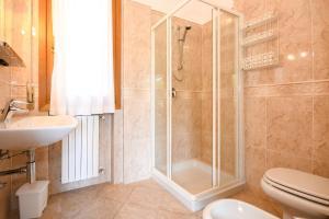 La Villa Fasano, Apartmánové hotely  Gardone Riviera - big - 57