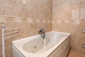 La Villa Fasano, Apartmánové hotely  Gardone Riviera - big - 55