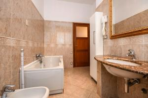 La Villa Fasano, Apartmánové hotely  Gardone Riviera - big - 48