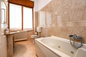 La Villa Fasano, Apartmánové hotely  Gardone Riviera - big - 51
