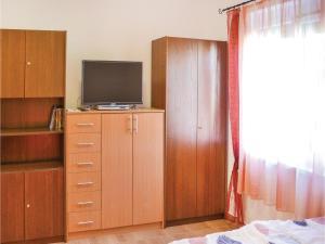 Holiday home Keszeg u-Balatonmariafürdö, Holiday homes  Balatonkeresztúr - big - 2
