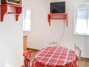 Holiday home Keszeg u-Balatonmariafürdö, Holiday homes  Balatonkeresztúr - big - 13