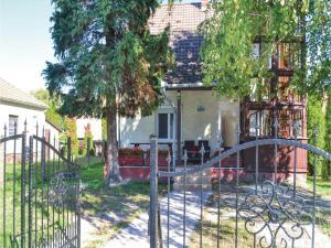 Holiday home Keszeg u-Balatonmariafürdö, Holiday homes  Balatonkeresztúr - big - 5