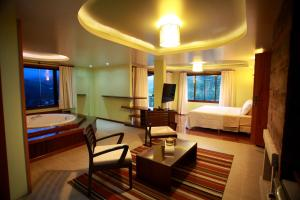 Deluxe Suite with Balcony (2 Adults)