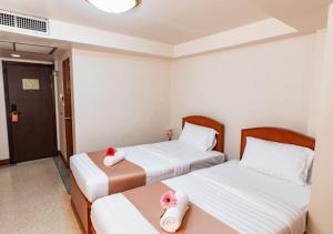 Standard Twin Room with Street Wing