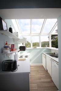 14 Clifden Glen, Holiday homes  Clifden - big - 52