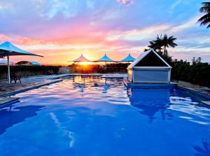Oaks Waterfront Resort