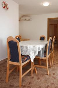 Apartment Vinisce 6117b, Apartmanok  Vinišće - big - 8