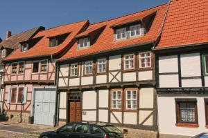 Urlaub im Fachwerk - Das Sattlerhaus, Apartments  Quedlinburg - big - 1