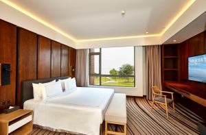 Executive Suite with Lake View