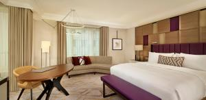 Corner Deluxe Room with King Bed and City View