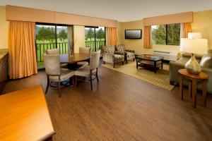 King Suite with Golf Course View - Non-Smoking