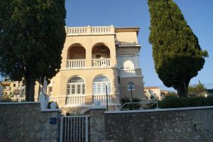Apartment in Crikvenica with sea view, balcony, air conditioning, Wi-Fi (3665-1)