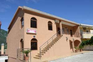 3 hviezdičkový penzión ROOMS & APARTMENTS DOBROTSKI DVORI Kotor Čierna Hora