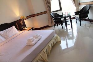 Pokoj typu Superior s manželskou postelí nebo oddělenými postelemi a výhledem na řeku