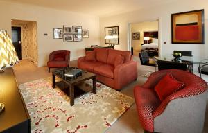 St James King Suite with Lounge and View