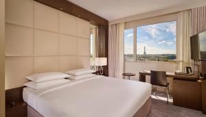King Room - Eiffel Tower view