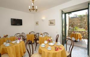 Il Ducato Di Ravello, Bed and breakfasts  Ravello - big - 17