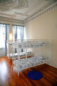 12床宿舍间的1个床位