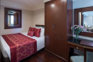 Two-Bedroom Suite (Family Room)