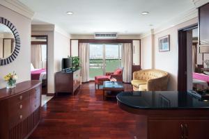 Three-Bedroom Suite (Family Room)