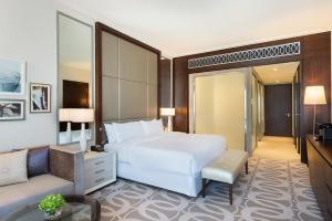 King Guest Room with Mobility Accessible