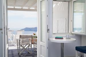 Whitedeck Santorini (Imerovigli)