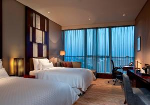 Westin Deluxe, Guest room, 2 Double, City view
