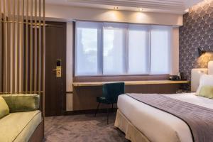 Dvoulůžkový pokoj typu Comfort s manželskou postelí a rozkládací pohovkou