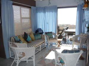 A1 Kynaston Accommodation, Bed and Breakfasts  Jeffreys Bay - big - 16
