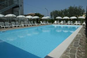Residence Poggio al Lago - AbcAlberghi.com