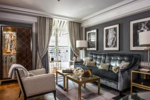 Grand Premier Suite with Swimming Pool & Spa Access