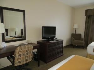Holiday Inn Express & Suites Whitecourt, Hotely  Whitecourt - big - 17