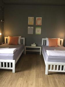 Private Twin Room with Shared Bathroom - Female Only