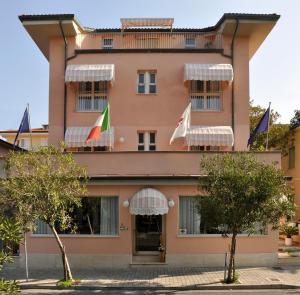 Florentia Hotel, Lido di Camaiore, Italy | J2Ski