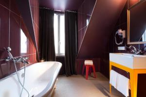 Junior Suite with Bath and Balcony