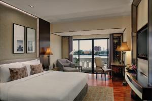 Deluxe Riverfront Room