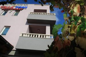 Villa Toni, Ferienwohnungen  Sveti Filip i Jakov - big - 80